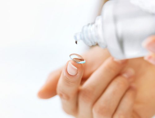 Wie reinigt man Kontaktlinsen